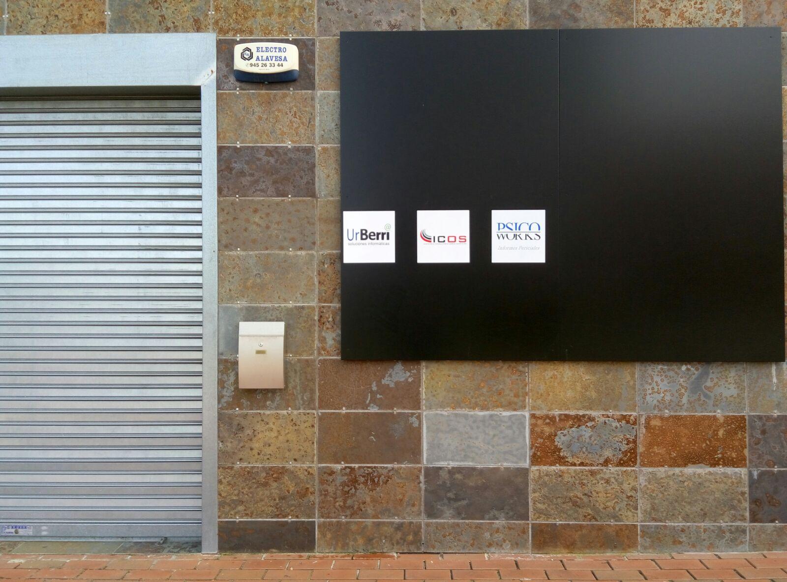 exterior de nuevo local de UrBerri Soluciones Informáticas en Vitoria-Gasteiz